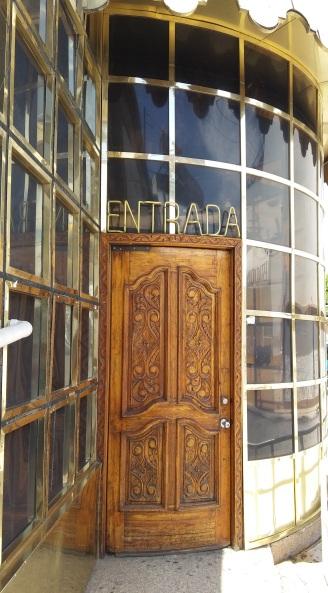 17 Puerta salon