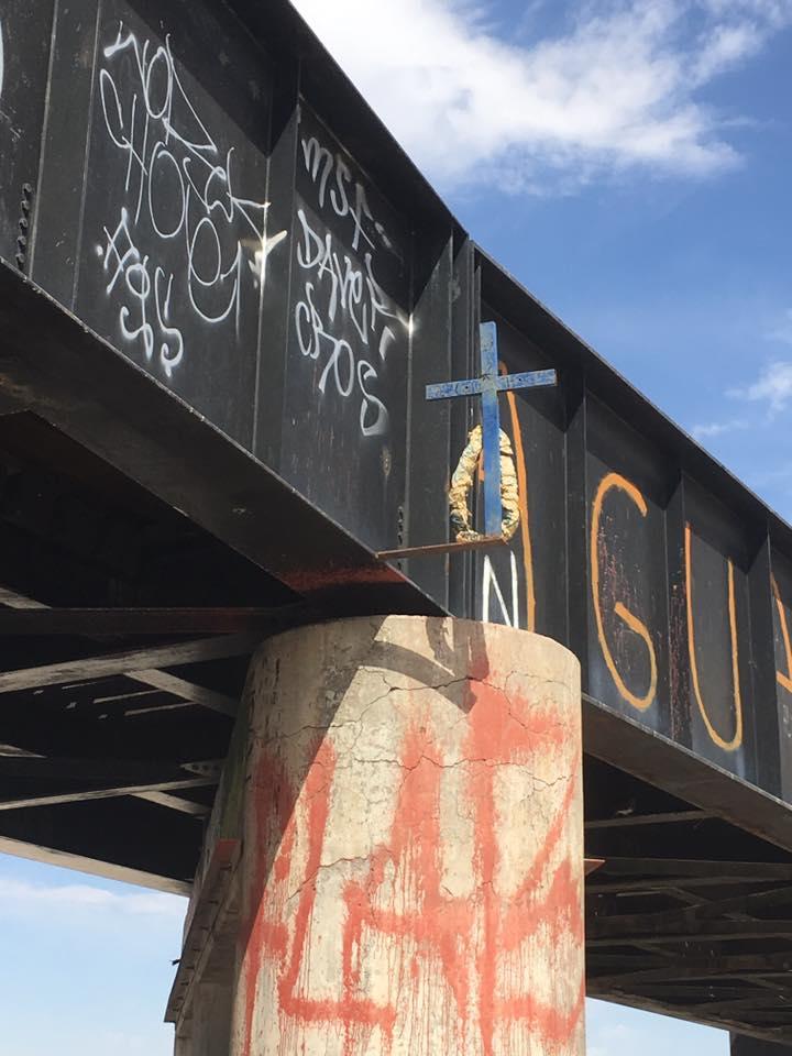 98 Puente Negro-cruz